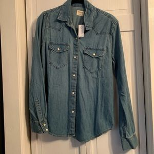 Gap Relaxed fit Chambray shirt NWT